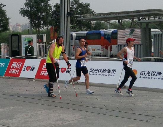 北京马拉松赛开跑