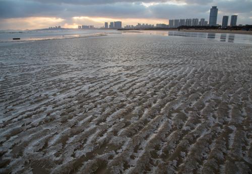 海边出现结冰现象