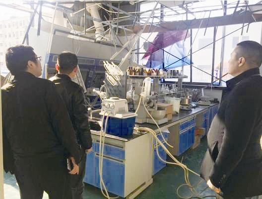 保险公司人员在响水中山生物科技有限公司受损的厂房查勘。 王斌 方丽萍/供图